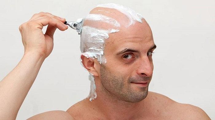 آیا با تیغ زدن و تراشیدن مو پر پشت می شود