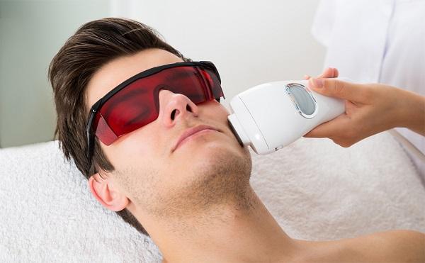 استفاده از لیزر درمانی فواید و مضرات آن