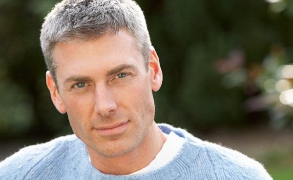 بررسی سفید شدن مو در زیر 40 سالگی