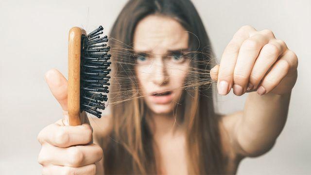 بهترین راه درمان ریزش مو و علت آن